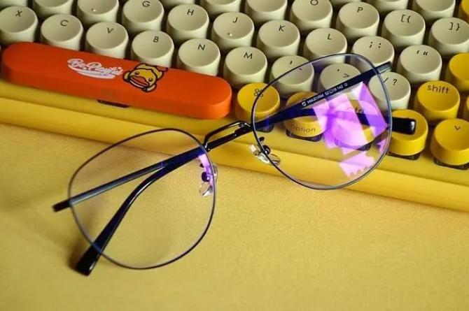 江苏今视缘智能科技有限公司研发生产的云采青少年近视防控眼镜