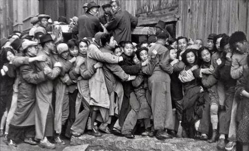 """""""战争年代的人们"""" 这是摄影大..."""